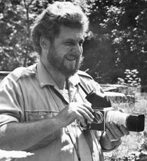 Dans les années soixante, Maximilien Bruggmann au Sahara avec sonc célèbre Hasselblad.